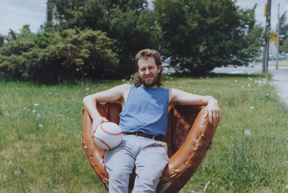 glove-chair3.jpg