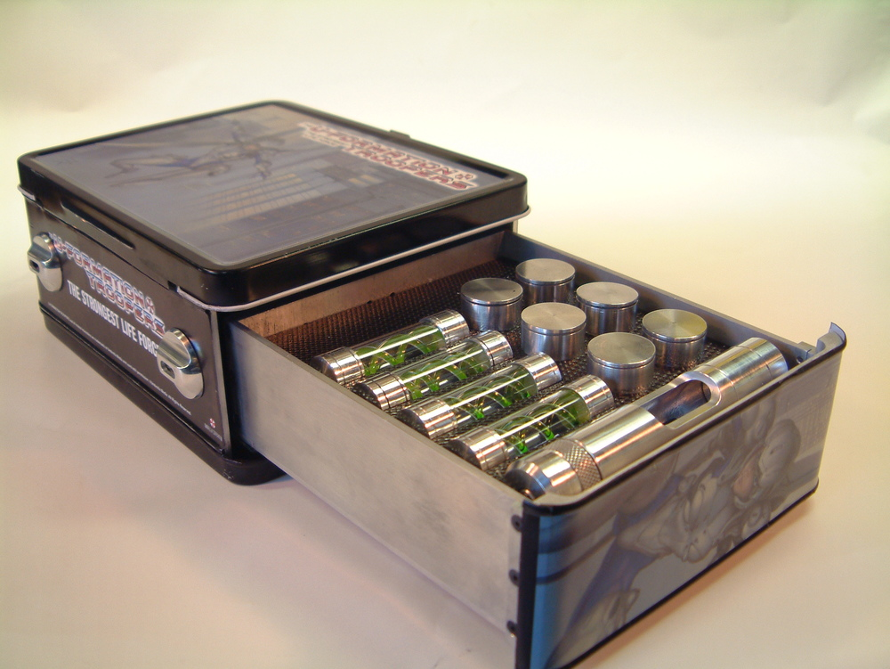 Resident Evil: Afterlife (2010) - 'Lunchbox with antidote serum'