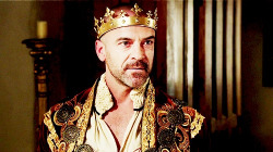 Reign (TV Series) - 'King's crown'