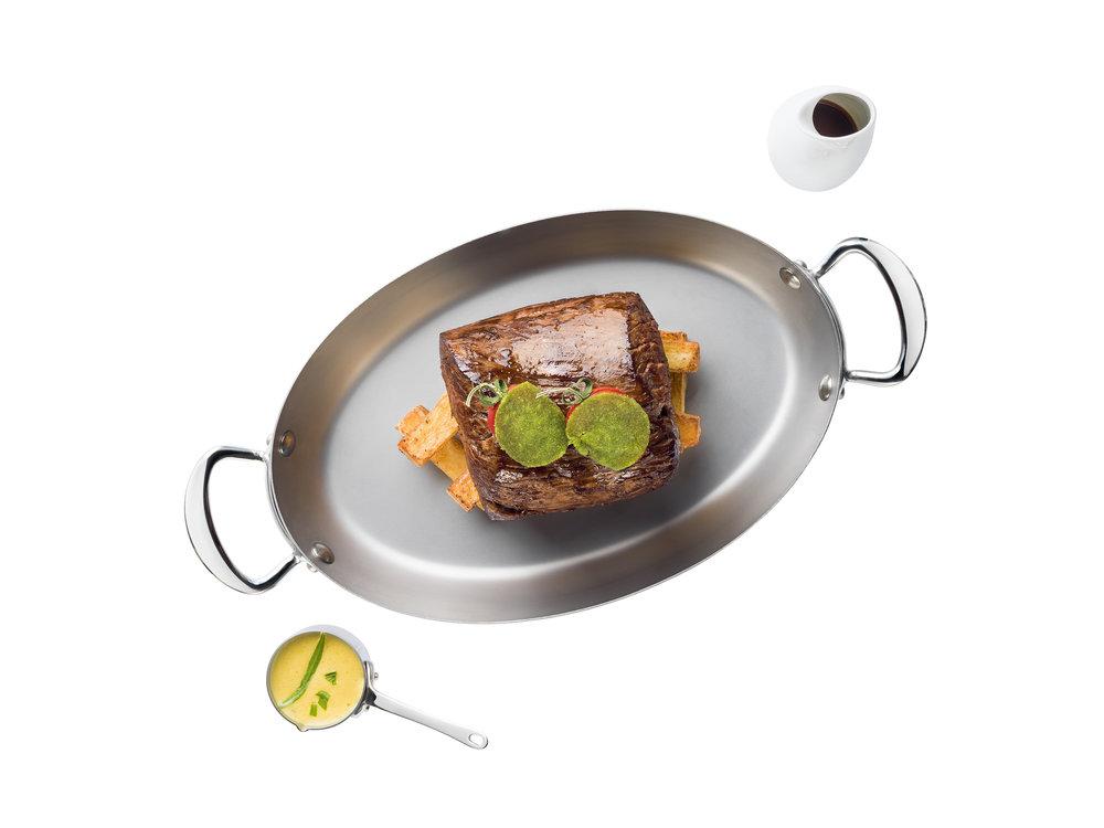 Chateaubriand di manzetta piemontese servito con pomodoro provenzale, patata castello e salsa bernese.jpg