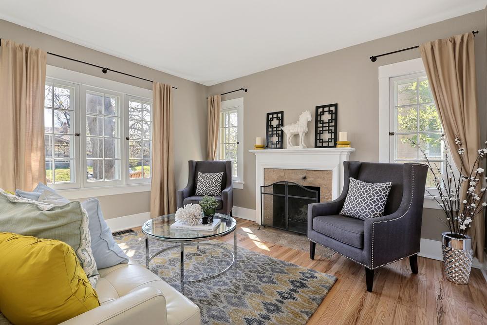 Living Room 2(1).jpg