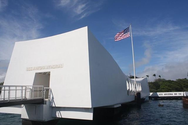 A day that will live in infamy. Remembering those who perished on this day 77 years ago when our great country was launched into World War II. Our home in Hawaii looks over Pearl Harbor and I can't imagine witnessing what those 77 years ago saw or losing a father, brother, or son as they ran towards the chaos and didn't return home. Events like this remind me how lucky we are live in a country where brave men and women are willing to sacrifice their lives if need be for the safety and freedom of everyone else. 🇺🇸#pearlharbor #neverforget