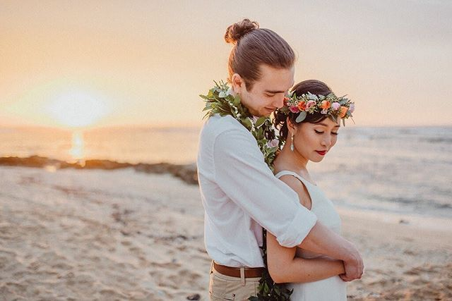 We are dreaming of warm sunny weather and fuzzy hugs on this rainy, gloomy day.  Beauty by Stylists Christa and Mary Coordination: @love_letter_weddings  Photographer: @chelseaabril  Venue: @loulupalm