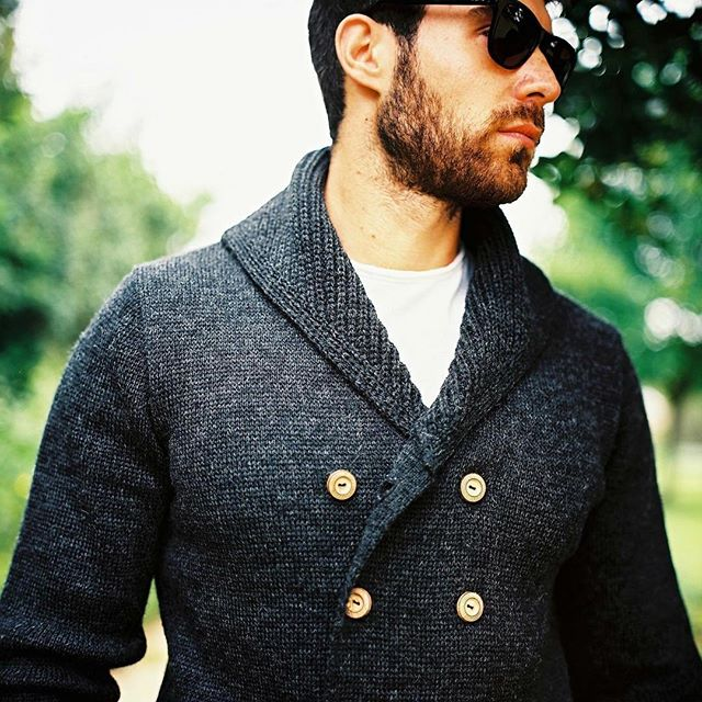 It's Friday and Christmas markets are opening up and down the UK.  Be bold and be warm in Ross Barr knitwear made from 100% British Wool.  #men #mensfashion #menswear #mensstyle #mensstyleguide #christmas #knitwear #wool #choosewool #madeinuk #jumper #cardigan #fallfashion #winterfashion #cold #britishstyle #christmasmarket #sweater #sweaterweather #gentleman #gentlemen #fashion #instafashion