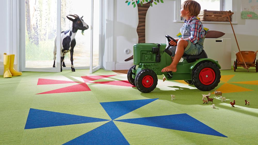 tretford Teppich franst nicht aus. So lassen sich individuelle Bodengestaltungen einfach umsetzen und ein gesundes Wohnumfeld schaffen - mit tretford ECO-Fliese.