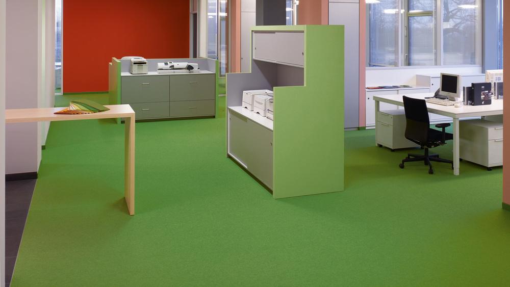 tretford PLUS 7 ist ideal für Arbeits- und Aufenthaltsräume, Hotels, Ladenbau sowie Treppen. Ob Fliese oder Bahnenware - 40 Farben bieten viele Möglichkeiten für Raumgestaltungen zum Wohlfühlen.