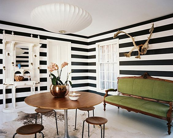 The striking effect of using horizontal stripes. Image:  Decoist.com