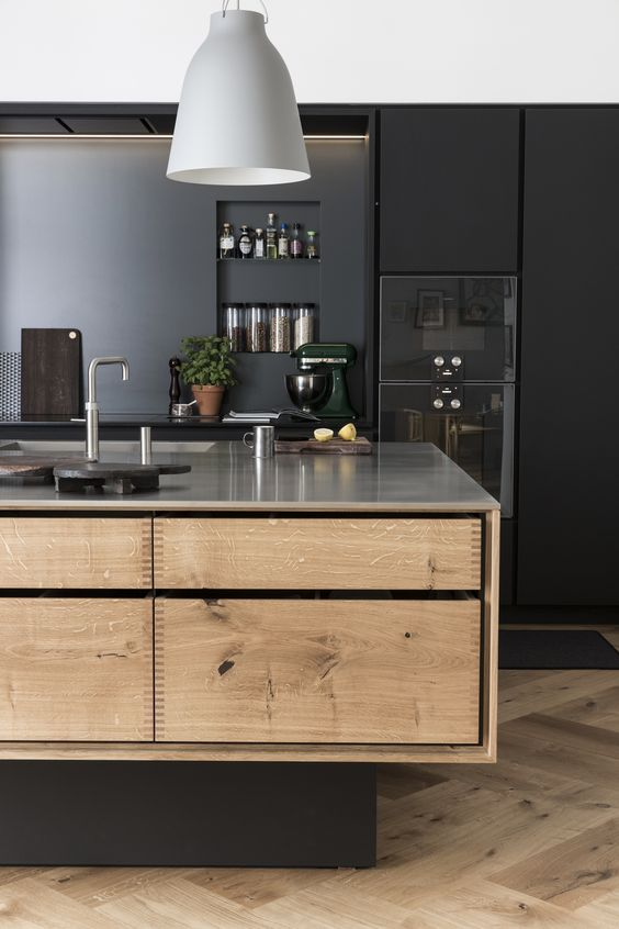 Grey Gaggenau appliance blend perfectly into the cabinets, letting the natural wood take centre stage. Image:  Garde Hvalsøe