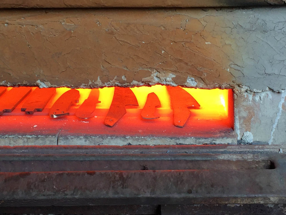 Skalpel knives in the furnace