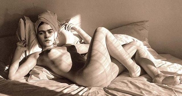Stay in bed Sunday !! #edgeforeveryone #scionsofsedition #monanunezstyle #sundaychillin #fridakahlo #artist #art #femmefatale #inthenude