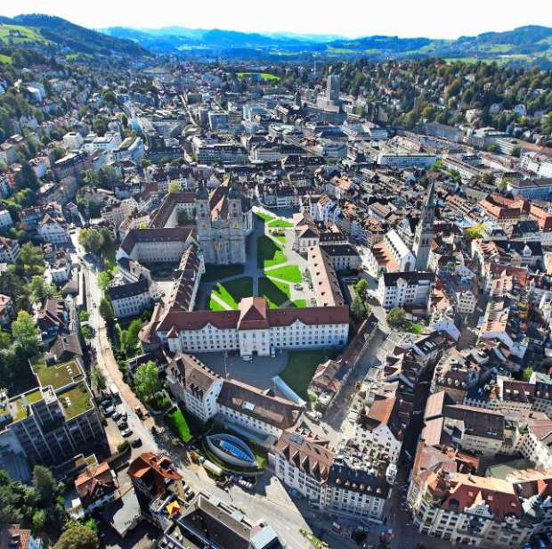 Photo from:  http://www.blickamabend.ch/news/gebuehren-anpassen-stadt-st-gallen-belohnt-saubere-taxis-id3064663.html