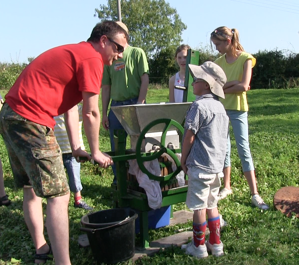 apple pressing at Ringmer Community Orchard.png