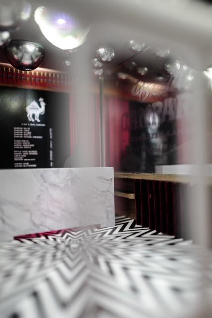 Die Designs der Bar übernimmt Designerin Laura Karasinski.