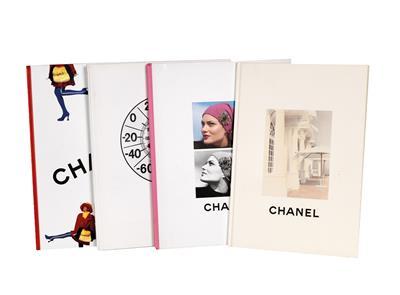 Konvolut-Bücher-und-Folder-von-Coco-Chanel-und-House-of-Chanel,.jpg