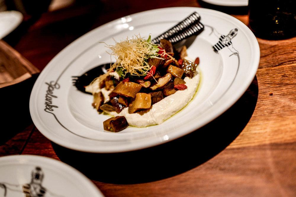 Spelunke Hummus mit Melanzine © Cecilia Capri