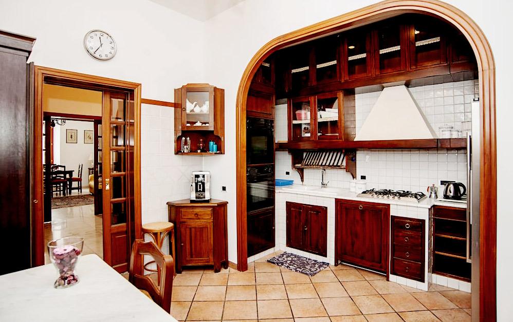 divoraroma-week2-kitchen.jpg