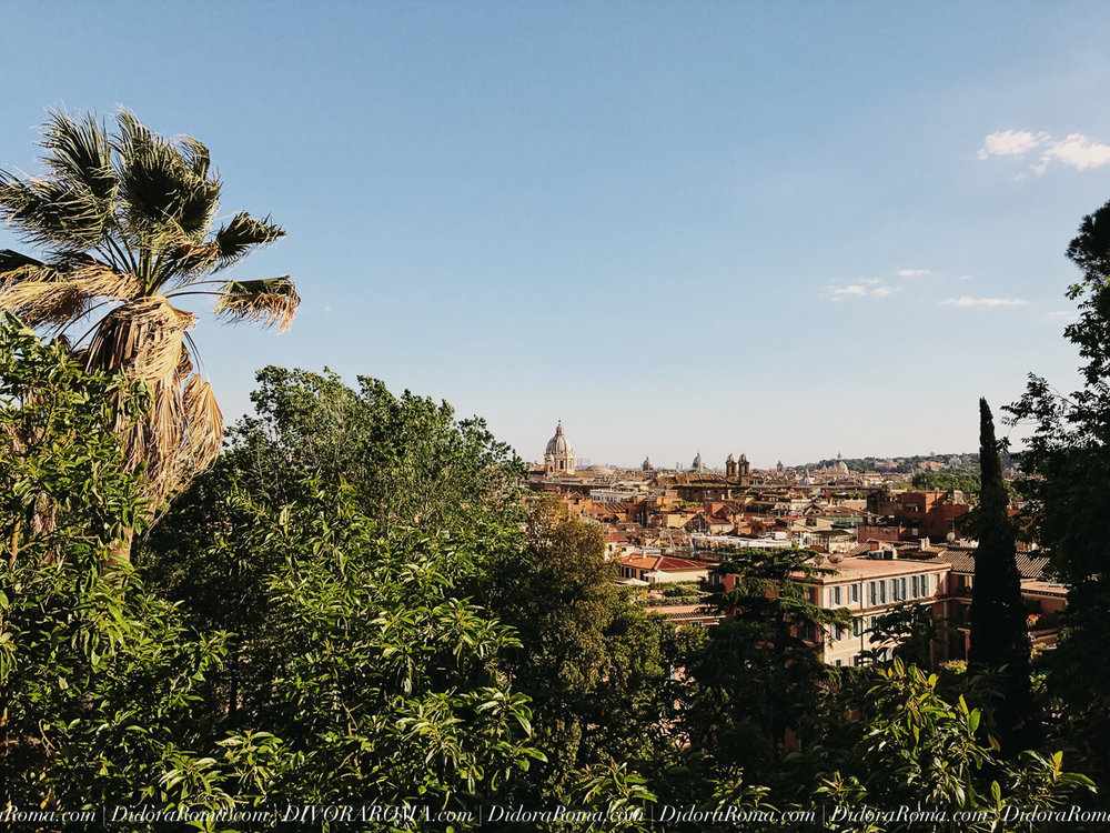 Panorama of Rome, looking southwest, from one of Rome's 7 hills (Il Pincio) | ©DivoraRoma.com by ©MoscaStudio.com