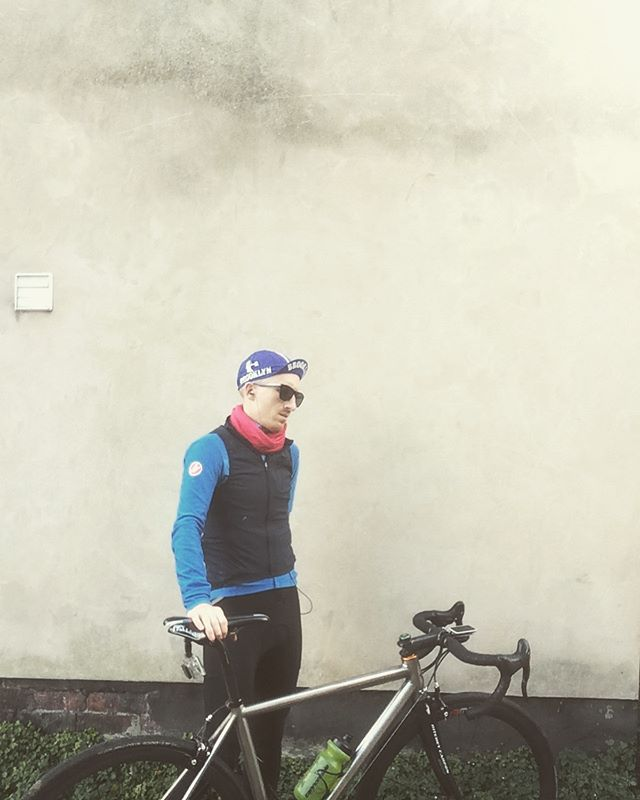 Out for a Z2 ride on the Litespeed #keepcyclingrad #tbonecycles #litespeed #castellicycling #rapha #cyclingcaps #casquette #cyclist #cycling #cyclinglife #cyclingpics #autumn #autumn🍁 #fall #hpcrt #highpeakcycles