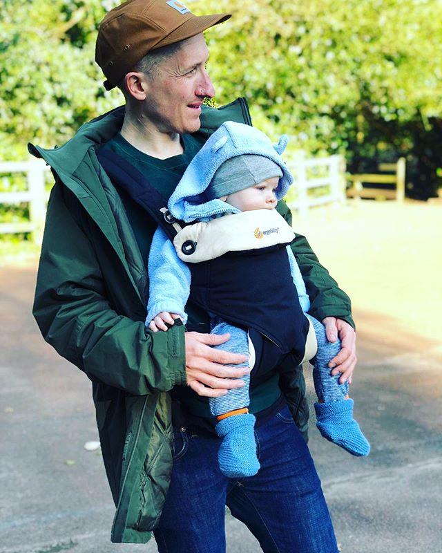 Me n ma boy #keepcyclingrad #tbonecycles #dad #dada #dadandbaby #dadandson #baby #cute #autumn🍁 #autumn #fall #babysling #piersmorgan #danielcraig #bond #jamesbond #sunday #park #derbyshire #babies #babiesofinstagram #dadsofinstagram