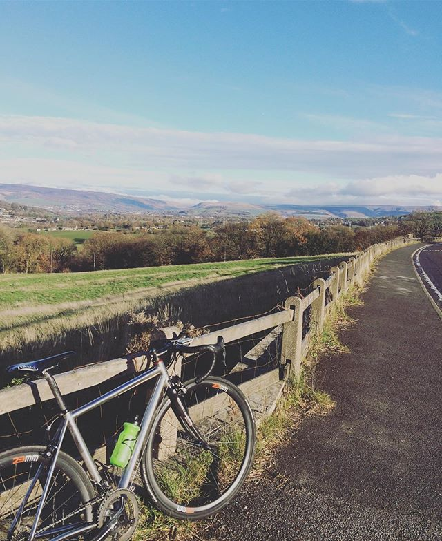 Autumn x zone 2 #keepcyclingrad #tbonecycles #hpcrt #highpeakcycles #highpeak #glossop #derbyshire #peakdistrict #cyclingpics #autumn🍁 #autumn #fall #viewslikethese #roadslikethese #fromwhereiride #litespeed #litespeedbikes #riseandride #cyclinglife #instabikes #bikelife #bicycle #britishcountryside #countryside