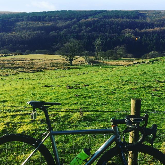 Bloody cold out today. Beautiful though #keepcyclingrad #tbonecycles #litespeed #cycling #derbyshire #highpeak #peakdistrict #cyclingpics #instabikes #bikeporn #hpcrt #highpeakcycles #outsideisfreezing #outsideisfree #fromwhereiride #britishcountryside #countryside