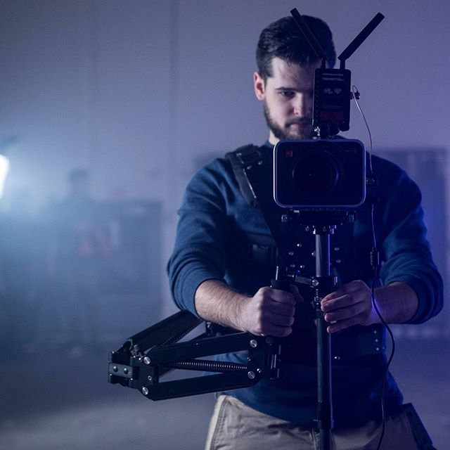 Flying a minimalist stedicam rig, maxed out the weight capacity.  Might be time for an upgrade.  Photo Credit: @cyber.jewel  #steadicam #behindthescenes #blackmagic #steadicamoperator #filmgear #filmcrew #steadicamlife #film #camerastabilizer #filmcrewlife #filmmaking #cameracrew #cameraoperator #coolgear #lovemyjob #cinemalights #hollywood #gearporn #sigma #cinema #steadycam #composition #wireless #television #cinegear #onset