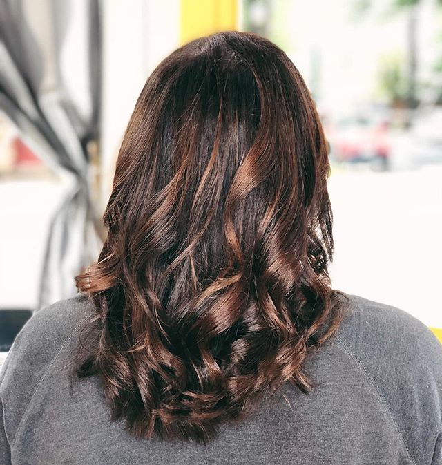 *Insert Autumn drink here* #colormelt #fallyage🍁🍂 #balyage #thehivehairstudio #readyforfall #handpainted #lob #cukooforcocoapuffs @behindthechair_com @wellahair @aveda Stylist: Jenna