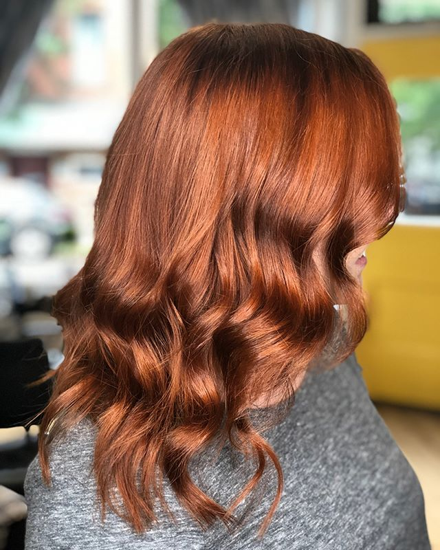 Gorgeous color transformation, keep swiping to see the before ⬅️ Cut & color done by Jessica (@justjeddica ) #thehivehairstudio #aveda #ctstylist #hivehair #newhavenct #eastrock #behindthechair #colortransformation #redhairdontcare #redhead #beforeandafter
