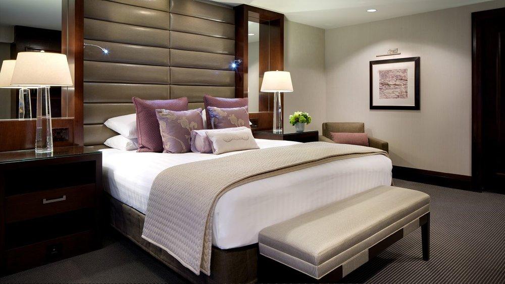 Hyatt-Regency-Boston-P092-Commonwealth-Suite-Bedroom.adapt.16x9.1280.720.jpg
