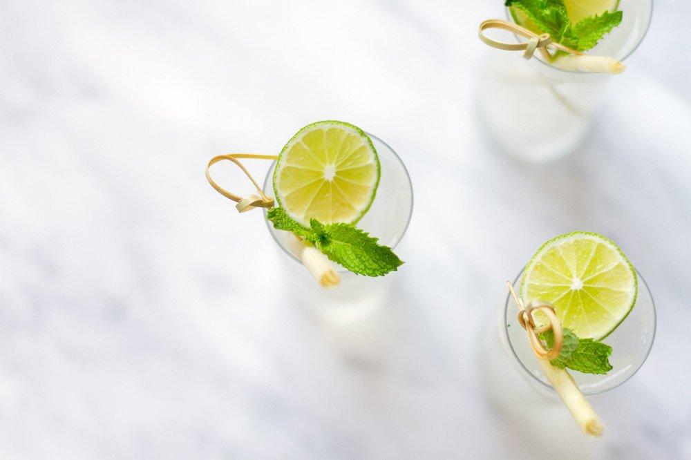 150201_lemongrass-gin-and-tonic-cocktail-recipe_h_large.jpg