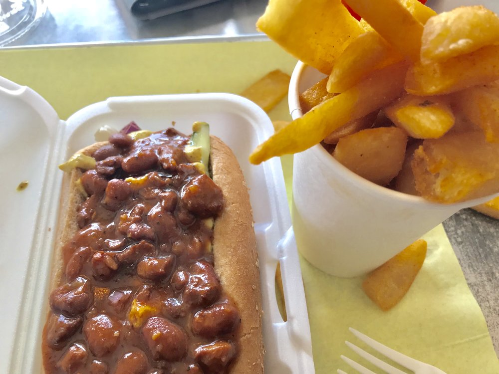Want Vegan Fast Food? Check out @EarlesGrill on Crenshaw! - Burgers, Dogs or Chili Cheese Fries. It's Grub!