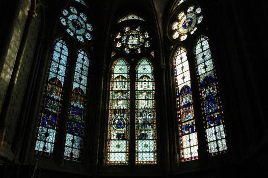 stained-glass-windows-cathedral-of-beauvais-9