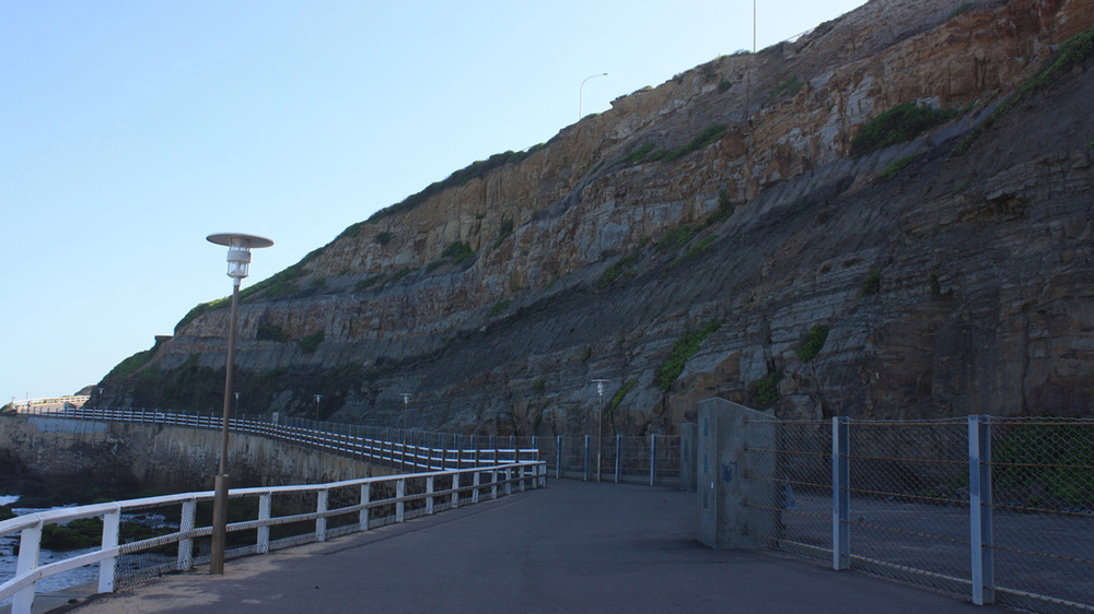 Shortland-Esplanade-along-the-cliff-base.jpg