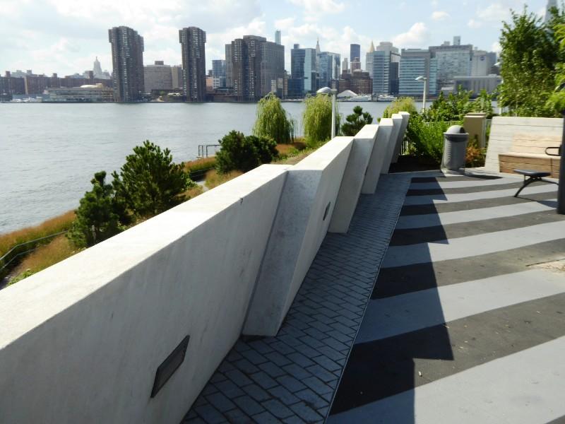 Balustrade edge to upper terrace