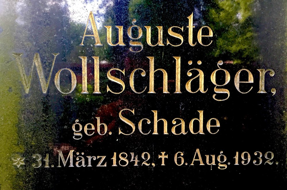 Typeface inspiration: Grave of Auguste Wollschläger in Berlin, Germany