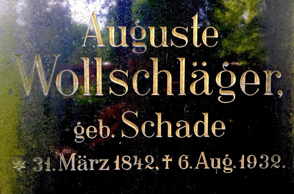 Typeface inspiration: Grave of Auguste Wollschläger in Berlin, Germany