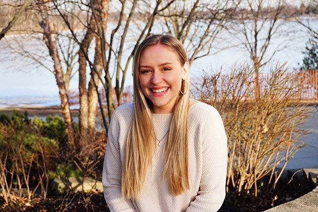 Meet our MCs!  This is Bella Dehmlow. Bella is a freshman at Loyola University in Chicago. She graduated with the class of 2018 and has been in both Entourage and High Heeled Harmony. Her favorite song was Chains which was performed during her sophomore year in Entourage. Her favorite thing about Clash are the stage lights.  Can't wait to see you shine on our stage once again Bella!  #theclashcomp #showchoir #theclashcomp19