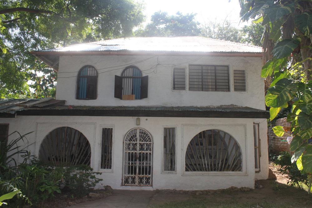 kenya_house_exterior.jpg