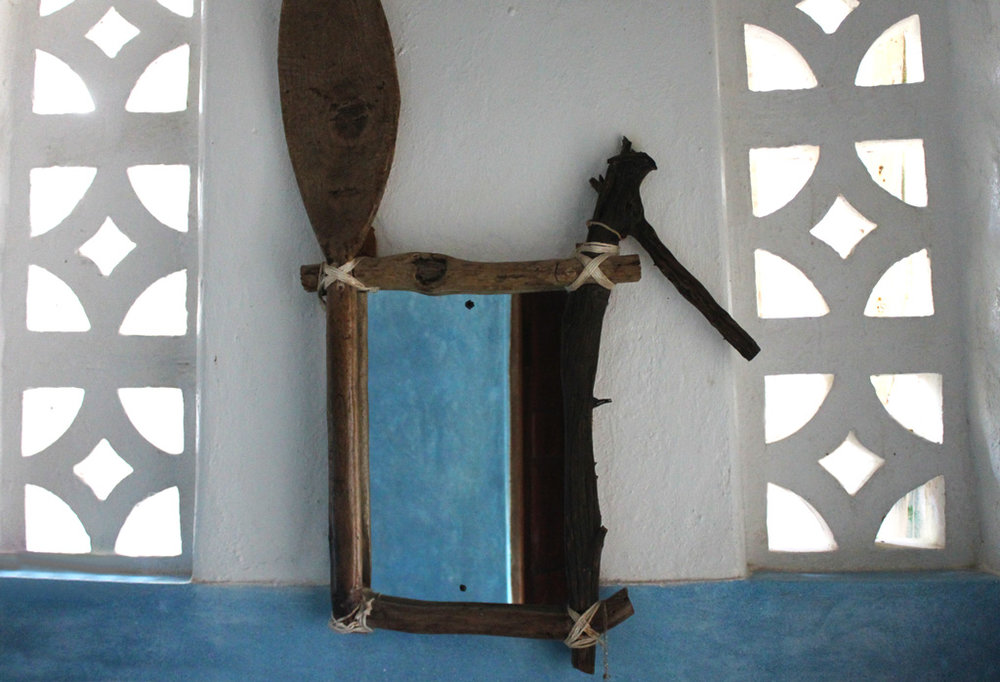 kenya_appartment_mirror.jpg