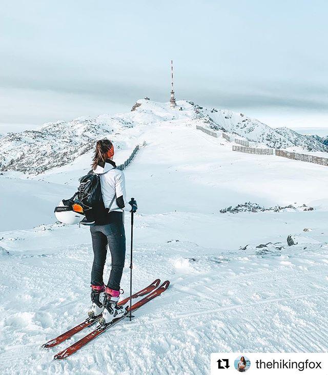 Our ideal Christmas vacation destination❄️ #Repost @thehikingfox with @get_repost ・・・ When the summit is close 🎿🏔 das war gestern meine erste Skitour überhaupt 😳 und wie erwartet liebe ich es 🙆♀️ bin schon am planen für viele weitere, das wird ein super Winter ❄️ und ihr? Seit ihr Team Tourenski oder Team Schneeschuhe? ☃️ oder doch eher Team Kachelofen? 😄#skimo