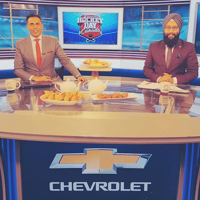 Celebrating #HockeyDayInCanada on @hockeynightpunjabi with some good #food! Samosas, pakoras, chutney & sweets! Thx @nathensekhon for bringing it in.  #HockeyDay #Leafs #Habs #Flames #Canucks #Oilers #Jets #Sens #Canada #Hockey #PunjabiStyle #Punjabi #CanadasGame