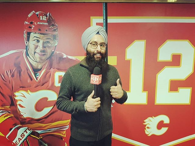 Thumbs up to how nicely the Saddledome was jazzed up for the Iggy celebrations!  I remember when I first began in this industry as a reporter for #CBC Radio, and at one of my first visits to an #NHL media scrum, Iginla went out his way to shake my hand and say hi. That small gesture just made me feel so much more comfortable. Needless to say, I really appreciated it.  Iginla was a heckuva player and is a such class act!  #Iginla #NHL #Flames #12 #YYC #Hockey #Jersey #Calgary #Iggy #FlamesTV