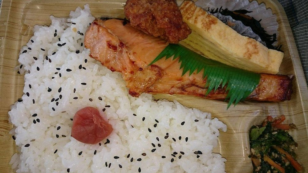 Pictured above is a Salmon Bento from 7/11