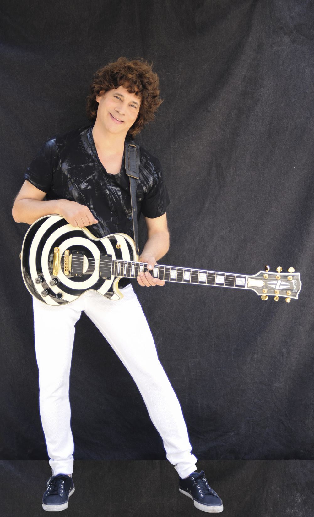 SMS.Black&White Guitar.Smiling.Black Floor.0739.2015.jpg