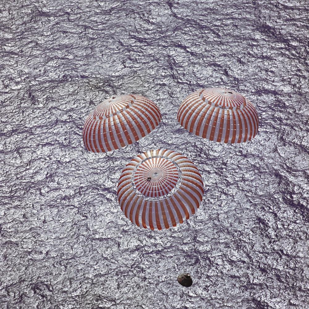 space-capsule-854399_1920.jpg