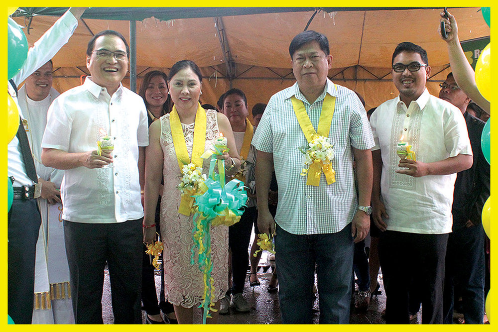 From left to right: Rang-ay Bank President & CEO Ives Q. Nisce, former PRC Board of Dentistry Chair Dr. Rose Canlas-Nisce, Municipal Mayor Hon. Fidel A. Cimatu and Vice President for Operations Ives Jesus C. Nisce II.