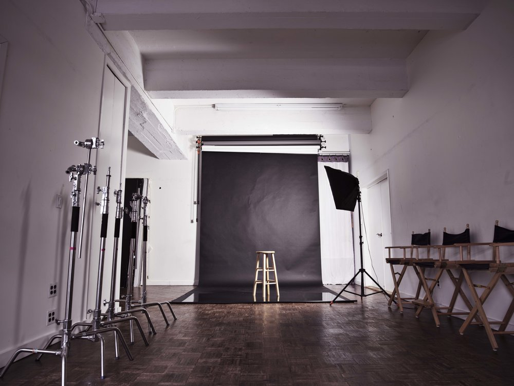 800 Square Feet renovated studio, 13ft high ceilings, southern exposure with good natural light, Heated and air conditioned, Blackout isolating windows against noise and lights. Wifi available.