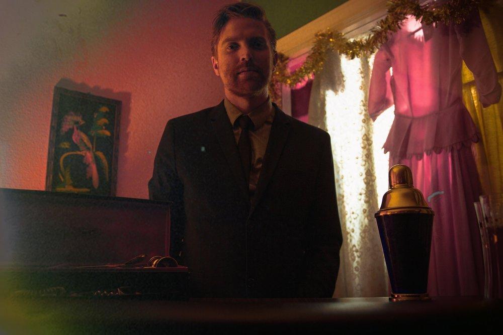 Bartender Picture.jpg
