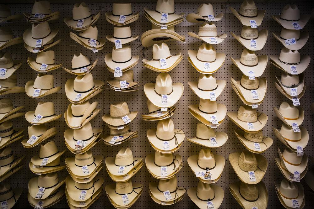 shopping-L1002011.jpg