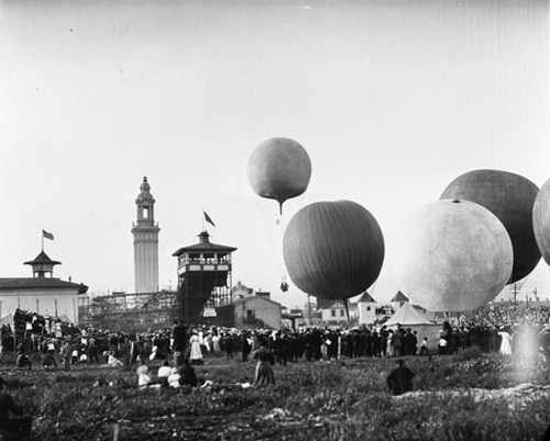 View of the White City Balloon Race, located at 63rd Street and South Park Avenue, Chicago, Illinois, July 4, 1908.